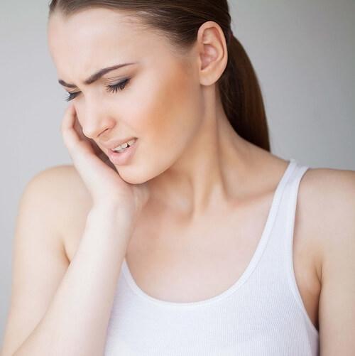 Upala umnjaka uzrokuje bol zeni